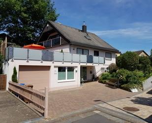 All inclusiv! Wohnen im Grünen – möbliertes, helles 2,5 Zimmer DG-Apartment mit S/W Loggia - Kelkheim (Taunus)