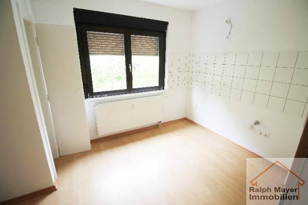 idar algenrodt freundliche 3 zimmer dg wohnung zu vermieten modernisiert sehr sch ner zustand. Black Bedroom Furniture Sets. Home Design Ideas